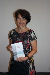 Autorin Hannah Einhaus während der Vernissage ihres Buches über den Anwalt Brunschvig. (Foto: Tomczak)
