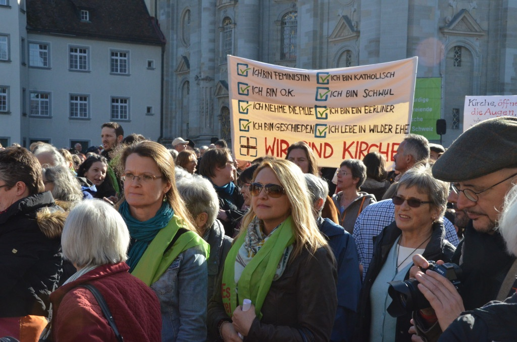 """""""Es reicht!"""" Kundgebung am 9. März in St. Gallen. Foto: Benno Bühlmann"""