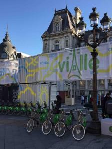 Velostation vor dem Hôtel de im Zentrum von Paris